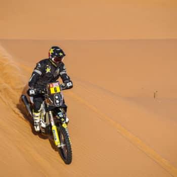 Pazzesco Andrew Short: presta la sua gomma a Price e guida per 77 km nel deserto sul cerchione!