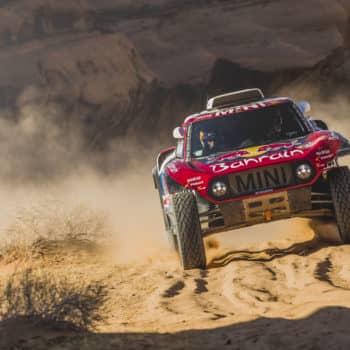 Nel Day 5 della Dakar Sainz concede il bis. Nelle moto bene Price, KO Sunderland