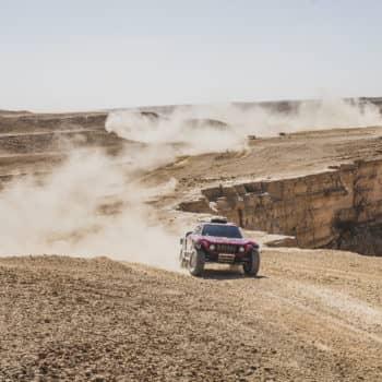 Peterhansel beffa Al-Attiyah per 15″ nel Day 9 della Dakar! Nelle moto vince Quintanilla