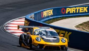 La Porsche #911 va in pole nella 12 Ore di Bathurst. Un incidente – tra i tanti – esclude Ghiotto