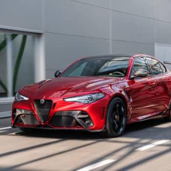 Alfa Romeo Giulia GTA e GTAm: 540 CV e 100 kg in meno per celebrare una sigla storica