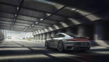 La famiglia 992 diventa più potente: 650 CV per la nuova Porsche 911 Turbo S