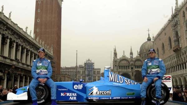 f1-fansite-com-2001-hd-wallpaper-f1-car-launches_02