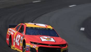 """Dice """"Hey Nig*a"""" in una live: sponsor, iRacing, NASCAR e Ganassi sospendono Kyle Larson"""