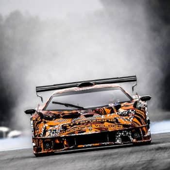 V12 aspirato, 830 CV e più carico aerodinamico di una GT3: la Lamborghini SCV12 è un missile