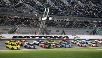 La NASCAR vieta la bandiera confederata ai suoi eventi. Ed un pilota si ritira per questo