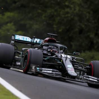 Lewis Hamilton demolisce il record della pista in Ungheria: è pole! Ferrari alle spalle di Racing Point