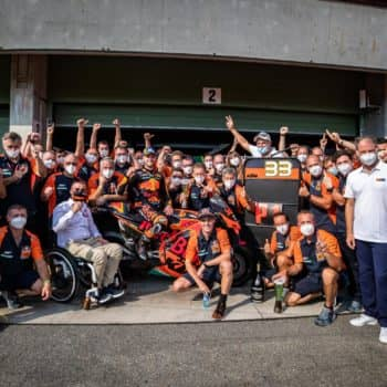 ktm-team-photo-2-gallery_full_top_fullscreen