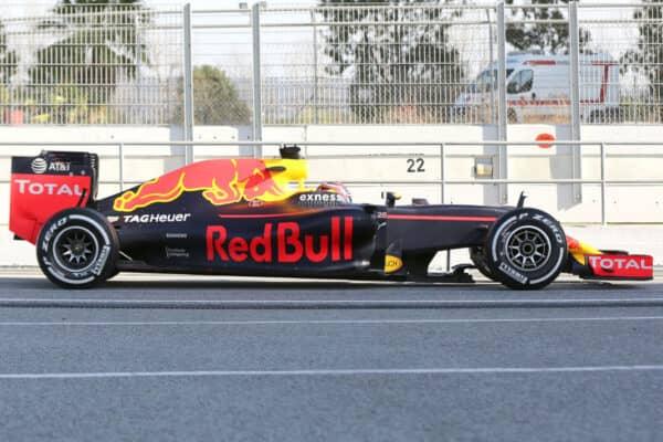 La Red Bull RB12 del 2016, con un angolo di Rake molto accentuato.