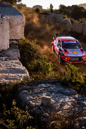 Sordo continua a dominare il Rally di Sardegna, Ogier e Neuville si giocano il secondo posto