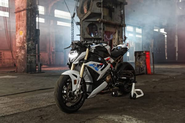 p90407576_highres_the-new-bmw-s-1000-r