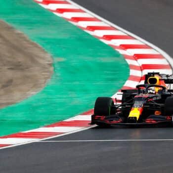 F1: Istanbul Drift nelle FP3 del GP di Turchia. 1° Verstappen, 2° Leclerc