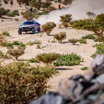 Sainz e Price si prendono la prima Stage della Dakar 2021. Male Loeb, malissimo Honda