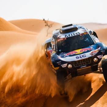 Sainz trionfa nella Stage 6 della Dakar, disastro per Loeb. Barreda vince, ma 1° ora è Price