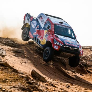 Al-Attiyah vince la Stage 8 della Dakar e ricuce su Peterhansel. Stoico Price, 2° con le fascette