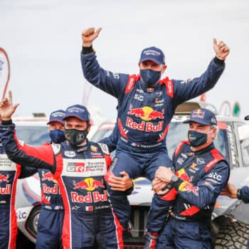 Sainz e Brabec vincono la Stage 12, ma sono Peterhansel e Benavides a trionfare nella Dakar 2021!