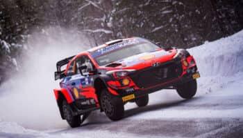 Arctic Rally Finland: Ogier sbatte, Tanak gestisce. Rovanpera vs Neuville per il secondo posto