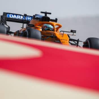 F1, test Bahrain: Ricciardo di nuovo 1°, Hamilton nella ghiaia. 6° Sainz, problemi per Vettel