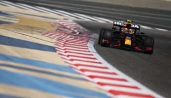 F1, test Bahrain: a metà del Day 3 Perez è in testa, Leclerc insegue. Mercedes migliora