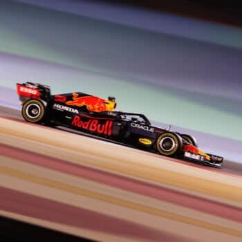 Nelle FP2 del GP del Bahrain ci sono 15 piloti in un secondo. Verstappen 1°, Sainz 4°