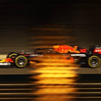 Max Verstappen piega le Mercedes: è pole nel GP del Bahrain! 4° Leclerc