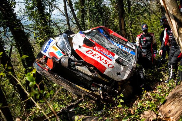 Neuville al comando al Rally di Croazia, Rovanpera sbatte dopo neanche 10 km