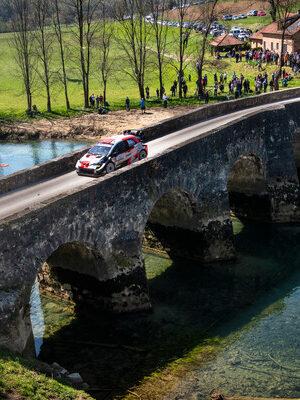 Neuville pasticcia con le gomme, Ogier ringrazia e sale al comando del Rally di Croazia