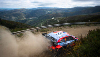 Neuville, che sprecone! Il belga sbatte al Rally di Portogallo e butta un'occasione d'oro