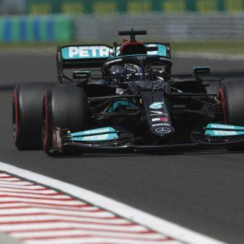 Hamilton suona la carica… delle 101: è pole! 3° Verstappen, a muro Sainz