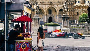 """Una Red Bull RB7 sfreccia in Sicilia: ecco la clip """"Ciao Palermo, Monza is calling"""""""